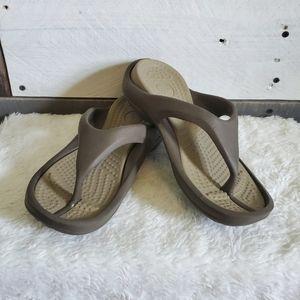 Crocs Athens flip flips